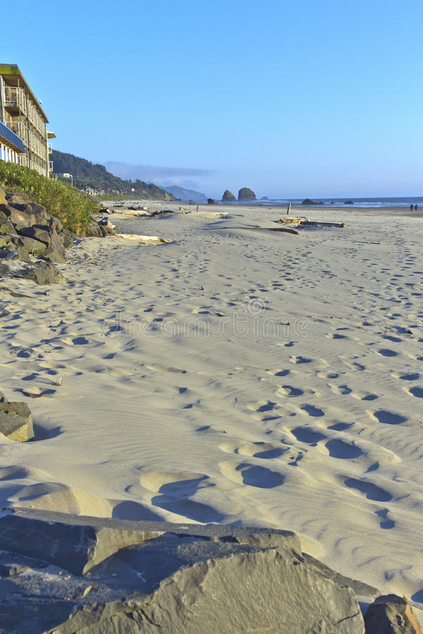 Sandabdrücke im Kanonenstrand Oregon. stockbild