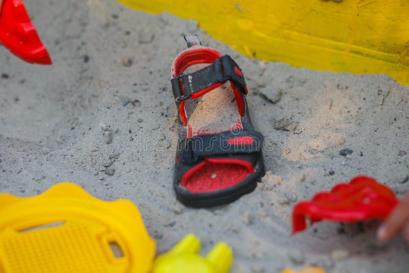 Sandal på sanden arkivfoto