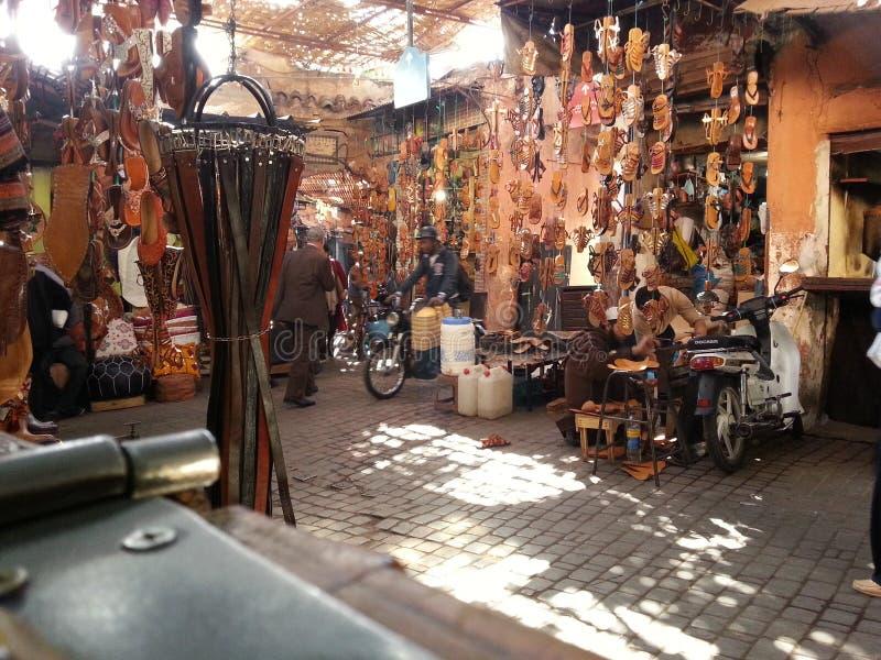 Sandale auf der Straße ein marrakrsh lizenzfreies stockbild