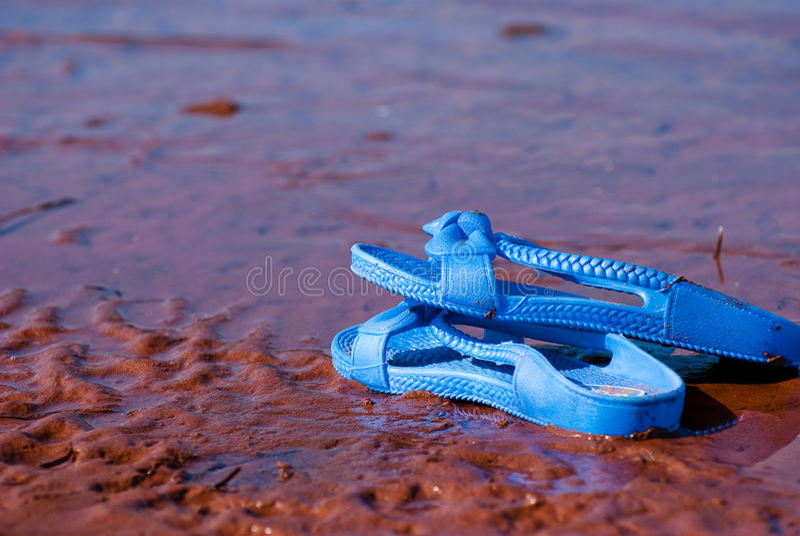 Sandale op het strand royalty-vrije stock foto's