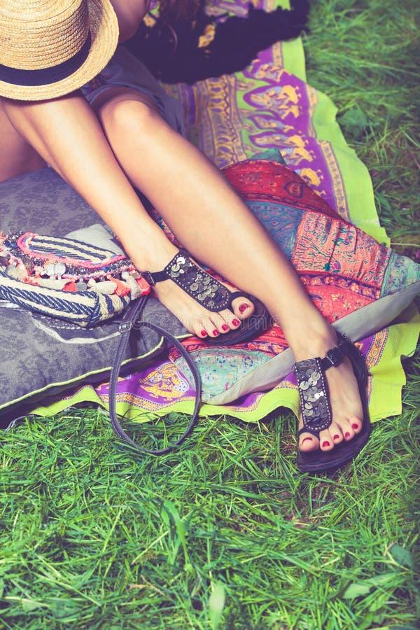 Sandali della femmina di estate immagini stock