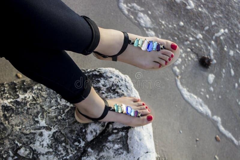 Sandali delle giovani donne fotografie stock