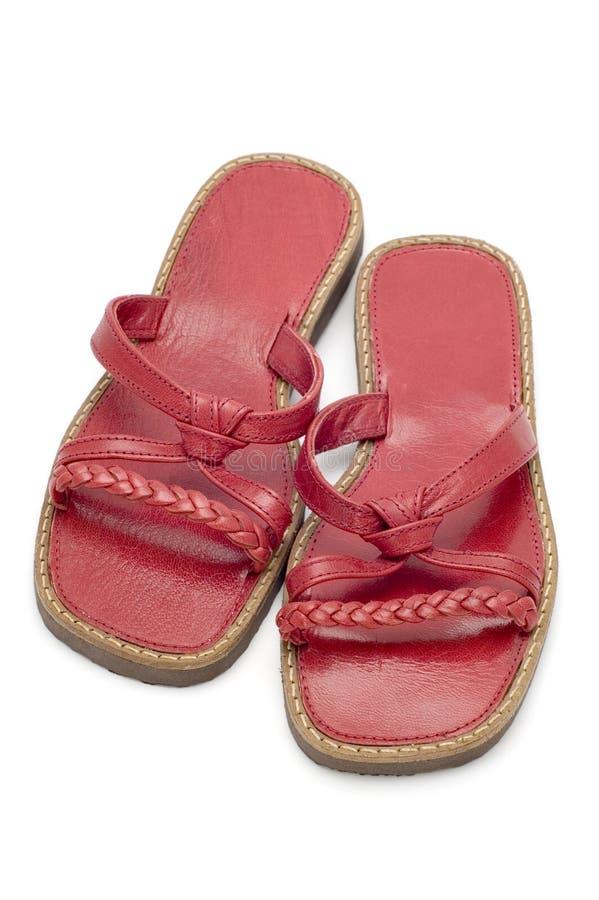 Sandali rossi su bianco immagini stock