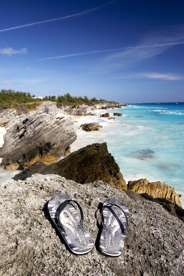 Sandali sulle rocce immagini stock