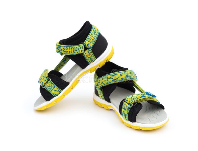 Sandalia verde de moda para el muchacho en blanco fotos de archivo