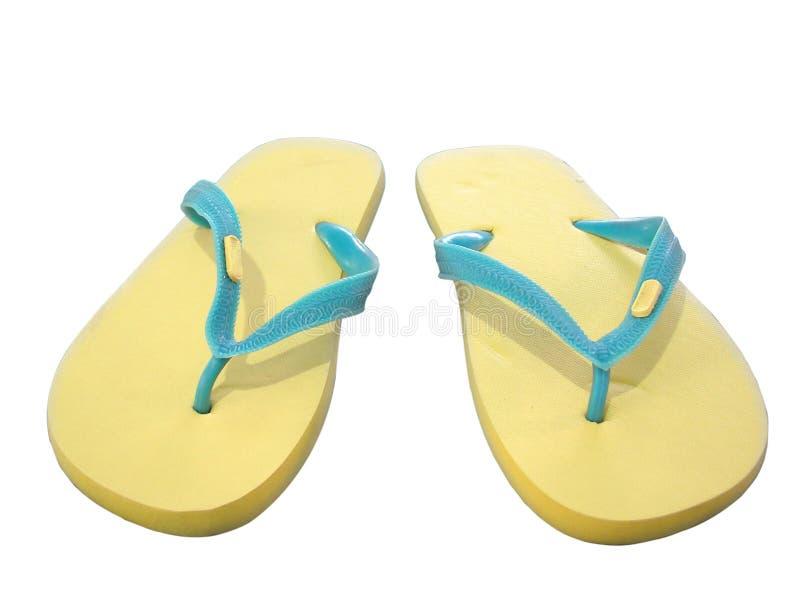 Sandalias amarillas en blanco foto de archivo