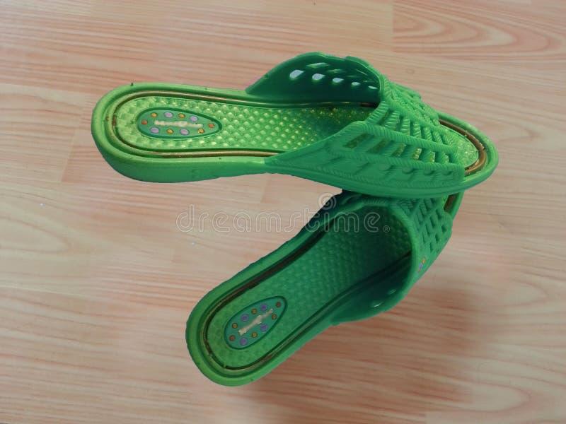 Sandalias de las señoras o chappal para llevar casual en casa fotografía de archivo