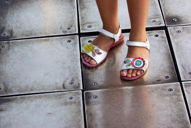 Sandalias de los niños fotos de archivo libres de regalías