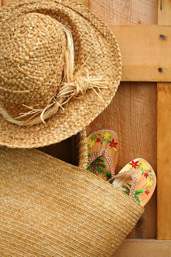 Sandalias en monedero del sol foto de archivo libre de regalías