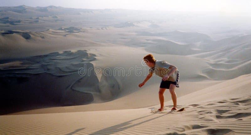 sandboarding的沙漠 免版税库存图片