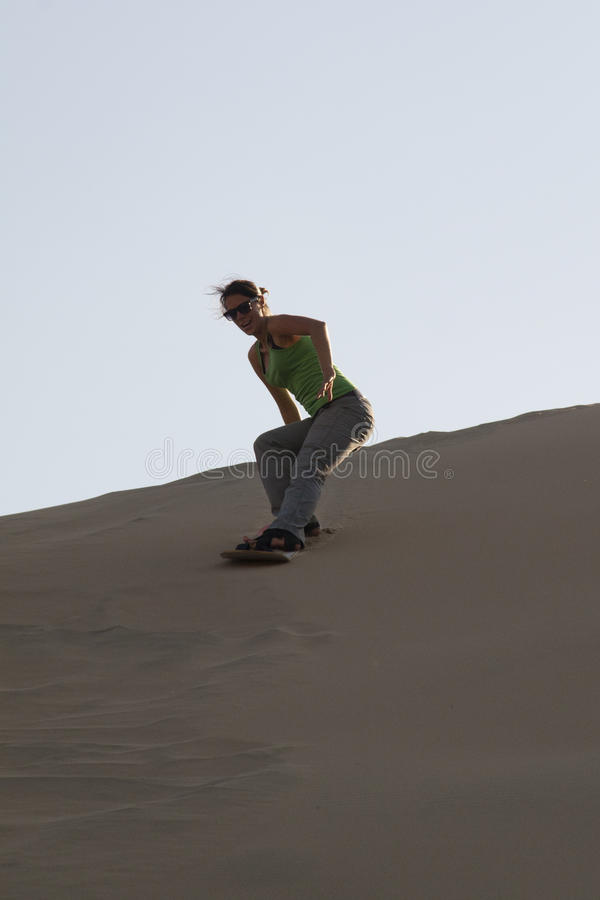 Sandboarding dans Huacachina photo libre de droits