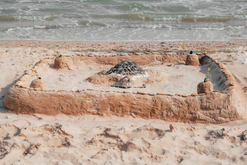 Sandburg am Meer lizenzfreie stockfotografie