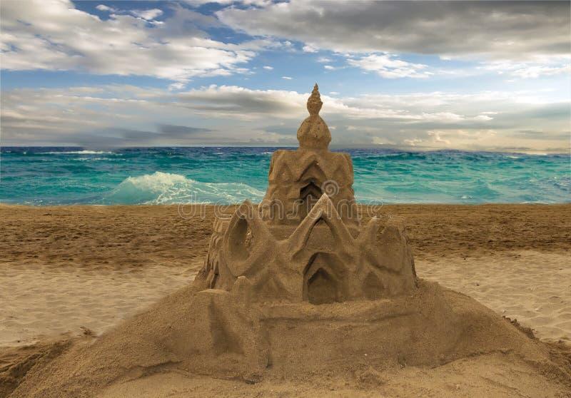 Sandcastle на пляже стоковые фотографии rf