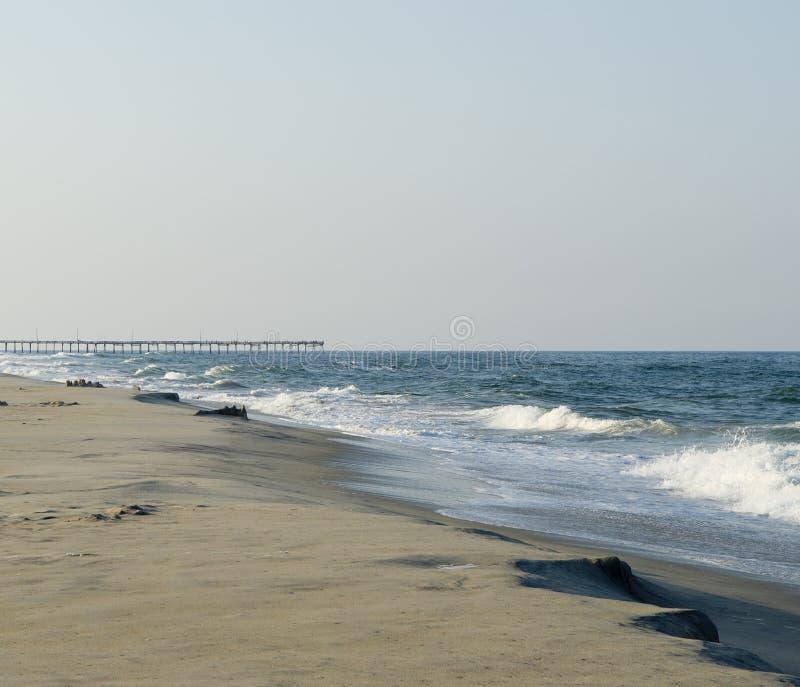 Sandcastles, die sich heraus zum Meer waschen. lizenzfreies stockfoto