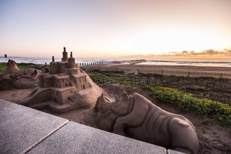 Sandcastles na plaży przy wschodem słońca obrazy royalty free