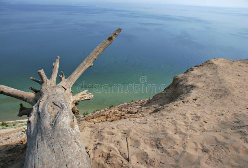 Sanddüne-Ansicht über Michigansee lizenzfreie stockbilder
