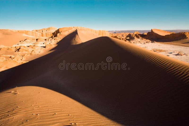 Sanddüne an Valle-De-La Luna-Spanischen für Mond-Tal, San Pedro de Atacama, Atacama-Wüste stockbilder