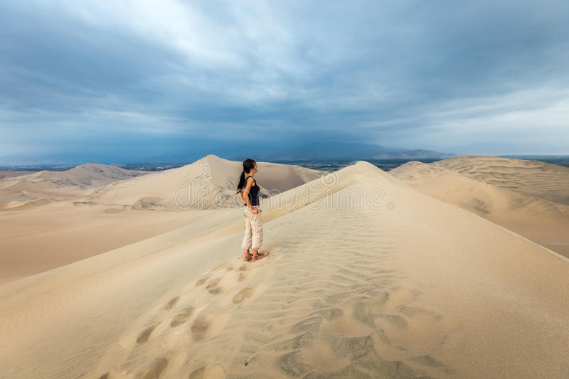 Sanddünen in Huacachina-Wüste, Ica Region lizenzfreies stockbild