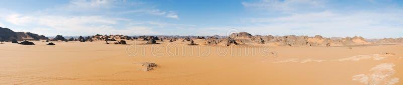 Sanddünen im Sahara-Wüstenpanorama, Libyen lizenzfreies stockfoto