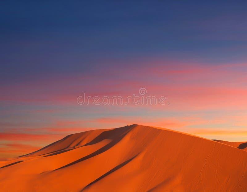 Sanddünen in Sahara-Wüste lizenzfreie stockfotos