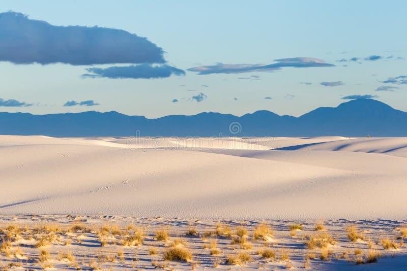 Sanddünen am Weiß versandet Nationaldenkmal [New Mexiko, USA] stockbilder