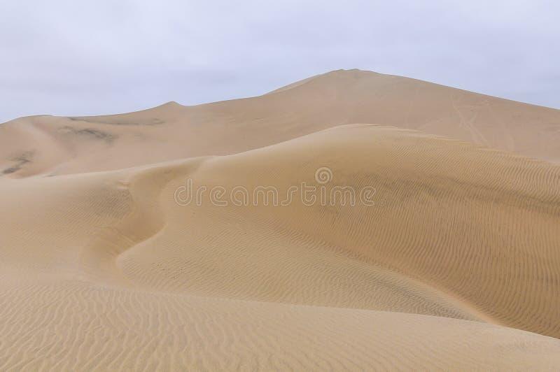 Sanddyn i Huacachinaen deserterar, Peru royaltyfria foton