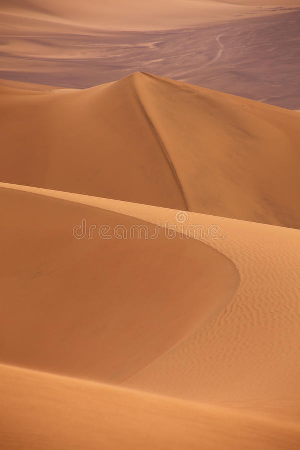 Sanddyn nära Huacachina, Ica-region, Peru arkivbilder