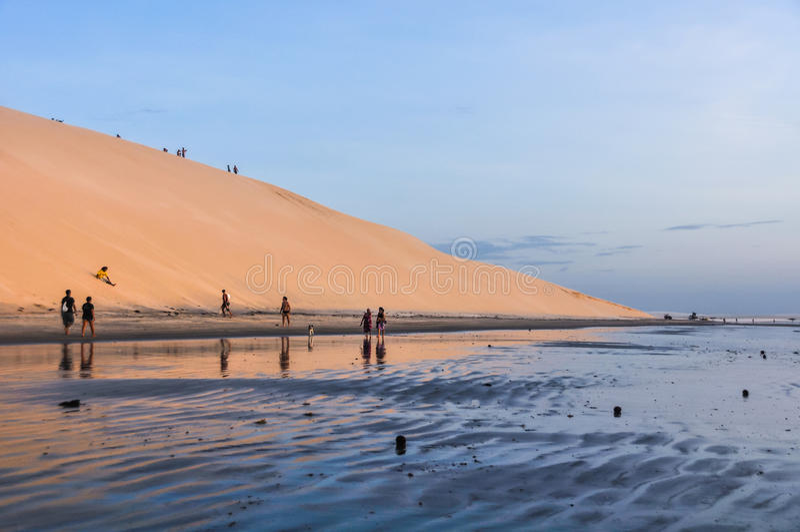 Sanddyn på solnedgången i Jericoacoara, Brasilien royaltyfria foton