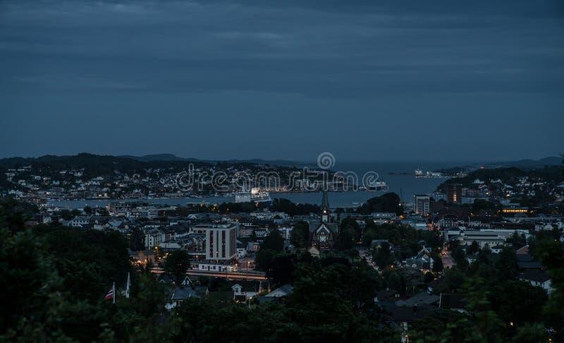 Sandefjord na noite imagens de stock royalty free
