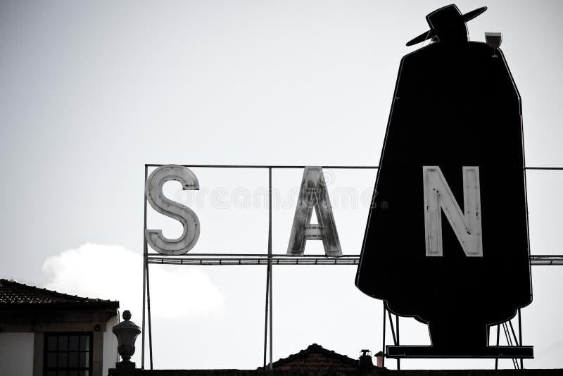 Sandeman advertizingskylt arkivbild