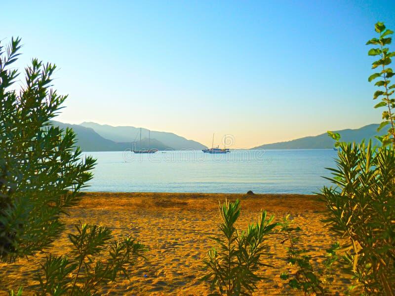 Sandig strand av Marmaris i Turkiet arkivbild