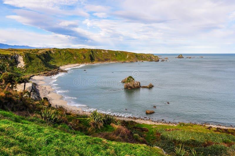 Sandig strand i udde Foulwind, Nya Zeeland arkivfoton