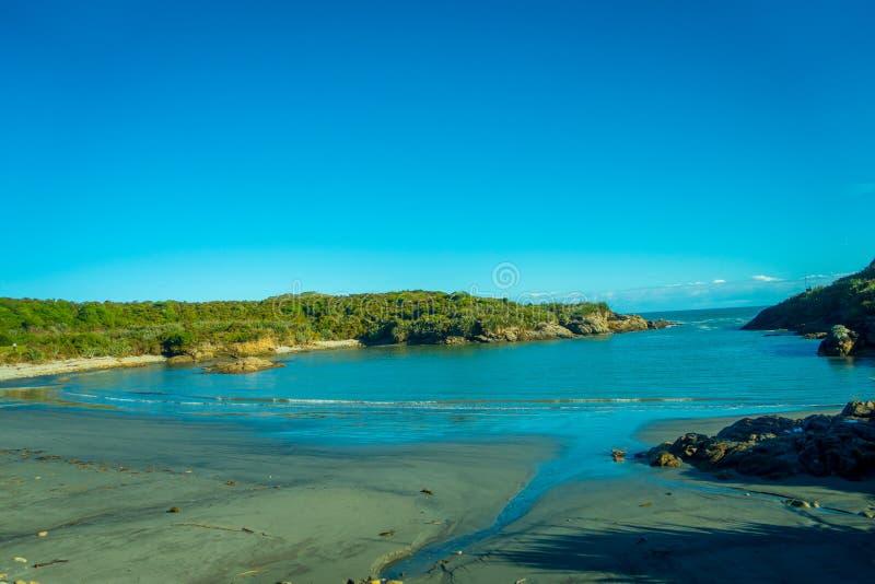 Sandig strand i udde Foulwind på västkusten av Nya Zeeland fotografering för bildbyråer