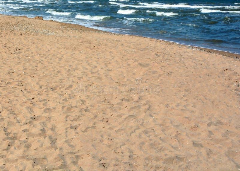 Sandig strand och hav arkivfoto