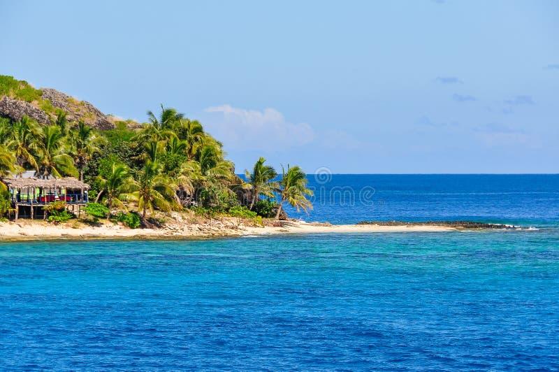 Sandig strand på den Waya Lailai ön i Fiji arkivfoton