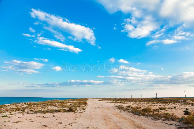 Sandig väg på strand arkivbild
