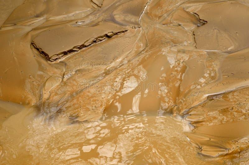 Sandiga bottensatser efter mudsliden arkivbilder