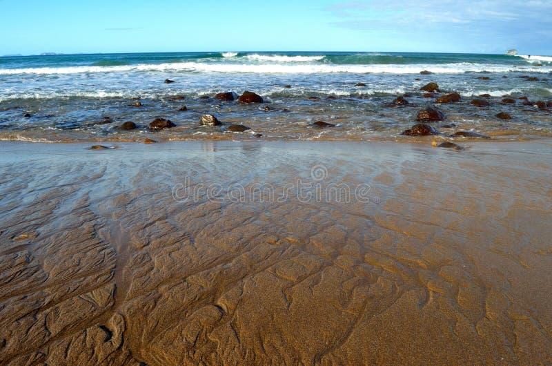 Sandlines am Heißwasser-Strand stockbild