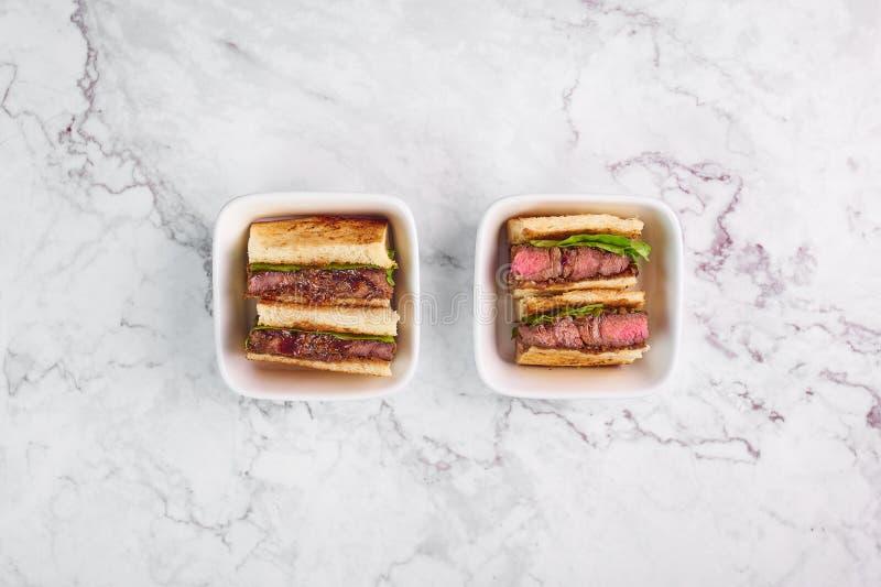 Sando de katsu de sandwich avec du boeuf katsu de wagyu nourriture traditionnelle de cuisine japonaise Aliments de préparation ra image libre de droits