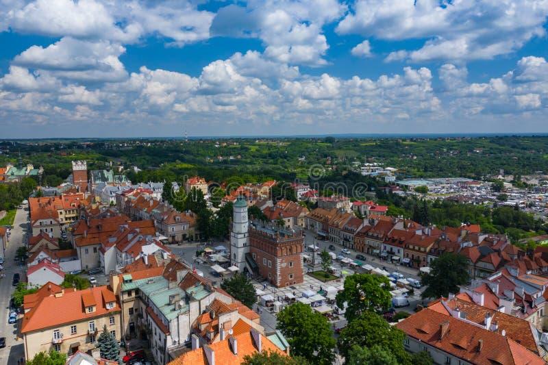 Sandomierz, Polonia Vista aerea di una vecchia città medievale con la torre municipale, cattedrale gotica immagine stock