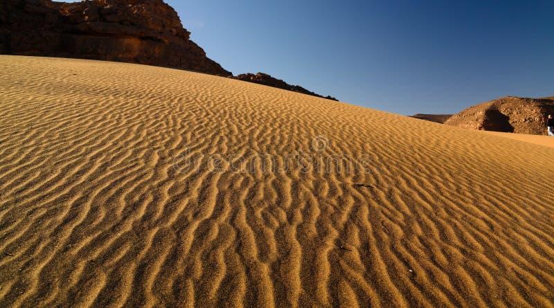 Sandpappra modellen av dyn i den Tassili nAjjernationalparken, Algeriet royaltyfri fotografi