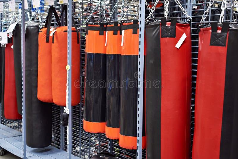 Sandsack im Sportspeicher stockbilder
