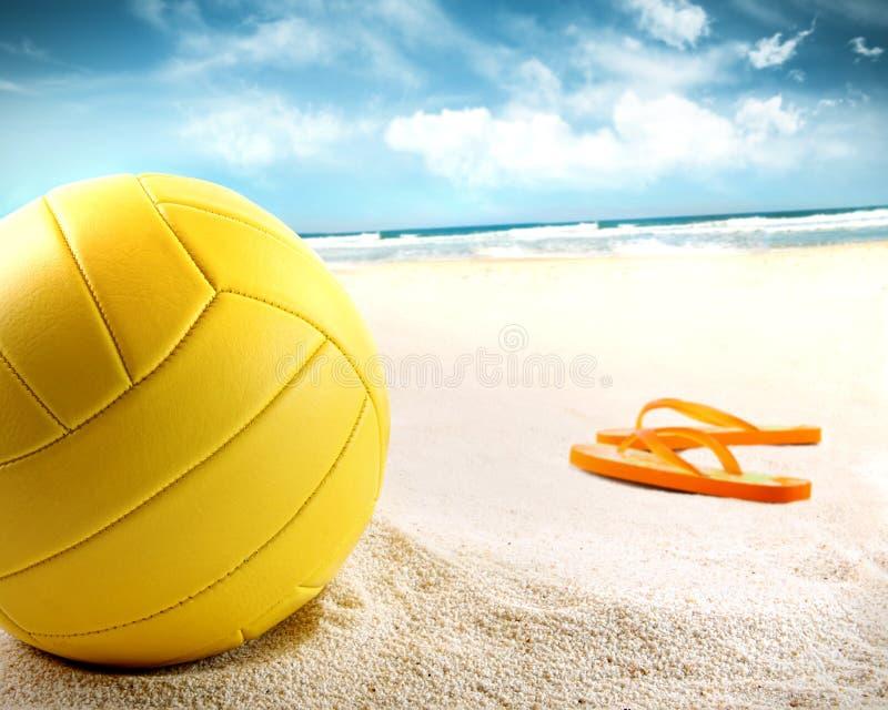 sandsandalsvolleyboll arkivbilder