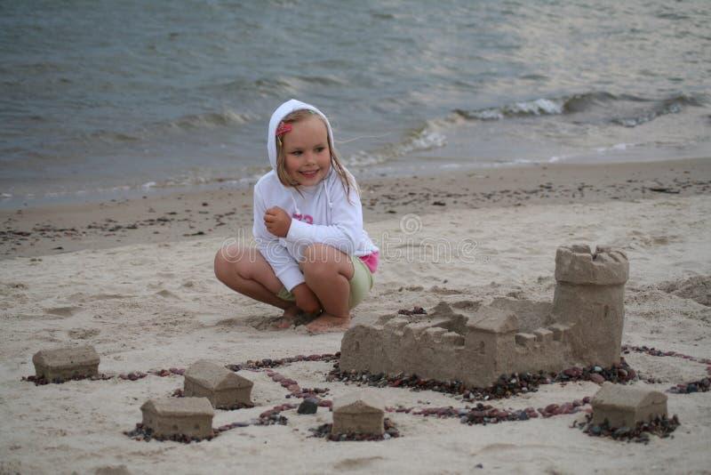 Sandschloßerbauer stockfotos
