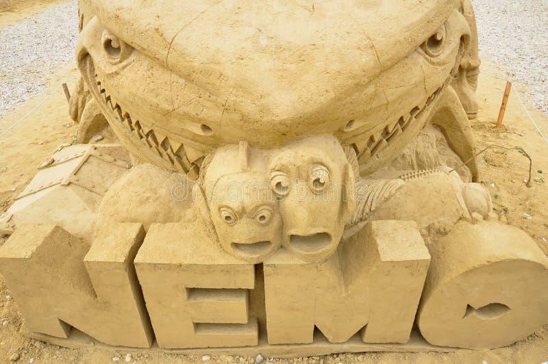 Sandskulptur av att finna den Nemo filmen royaltyfri fotografi