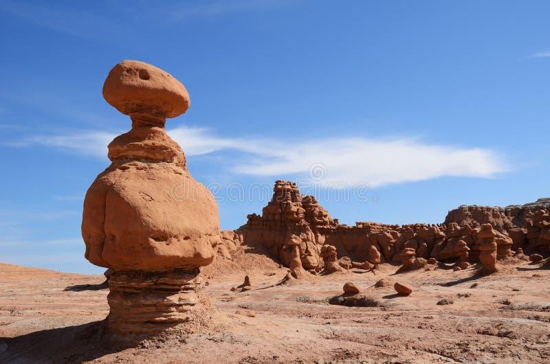 Sandsten vaggar bildande (Hoodoo) i elakt trolldalen arkivbilder