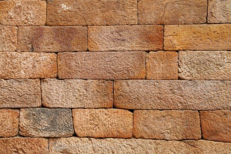 Sandstentegelstenmodell på väggen av Qutub Minar arkivbilder