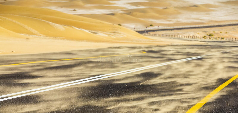 Sandstorm i en öken arkivfoton