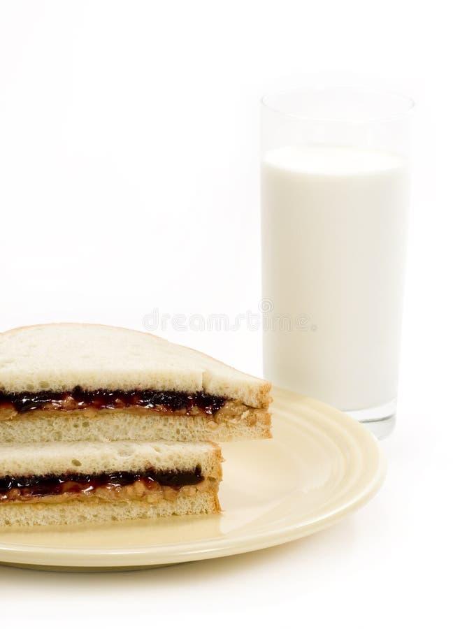 Sanduíche & leite da manteiga de amendoim foto de stock royalty free