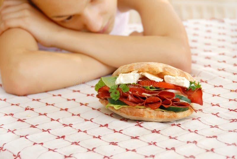 Sanduíche apetitoso com presunto e queijo imagem de stock royalty free